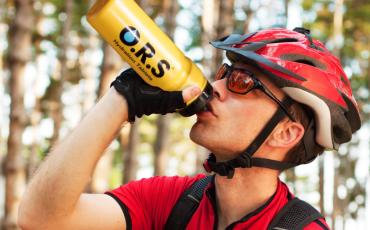 Guide d'hydratation O.R.S. : comment s'hydrater pour des évènements de cyclisme, running et natation